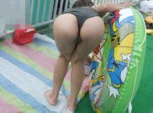 【子連れママ水着エロ画像】この夏、子連れママのスケベな水着を見逃した方へ!経産婦独特の尻がたまらんなwww(15枚)
