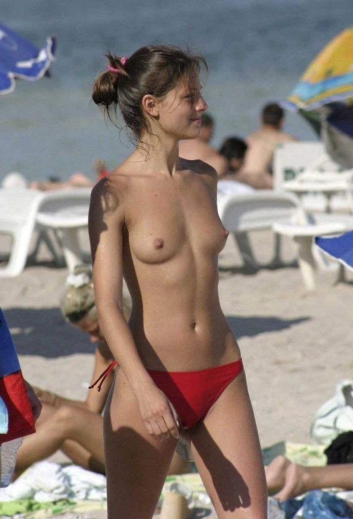 まだ子供ちゃうの?幼く見える女の子も裸なヌーディストビーチがやべぇwww その5