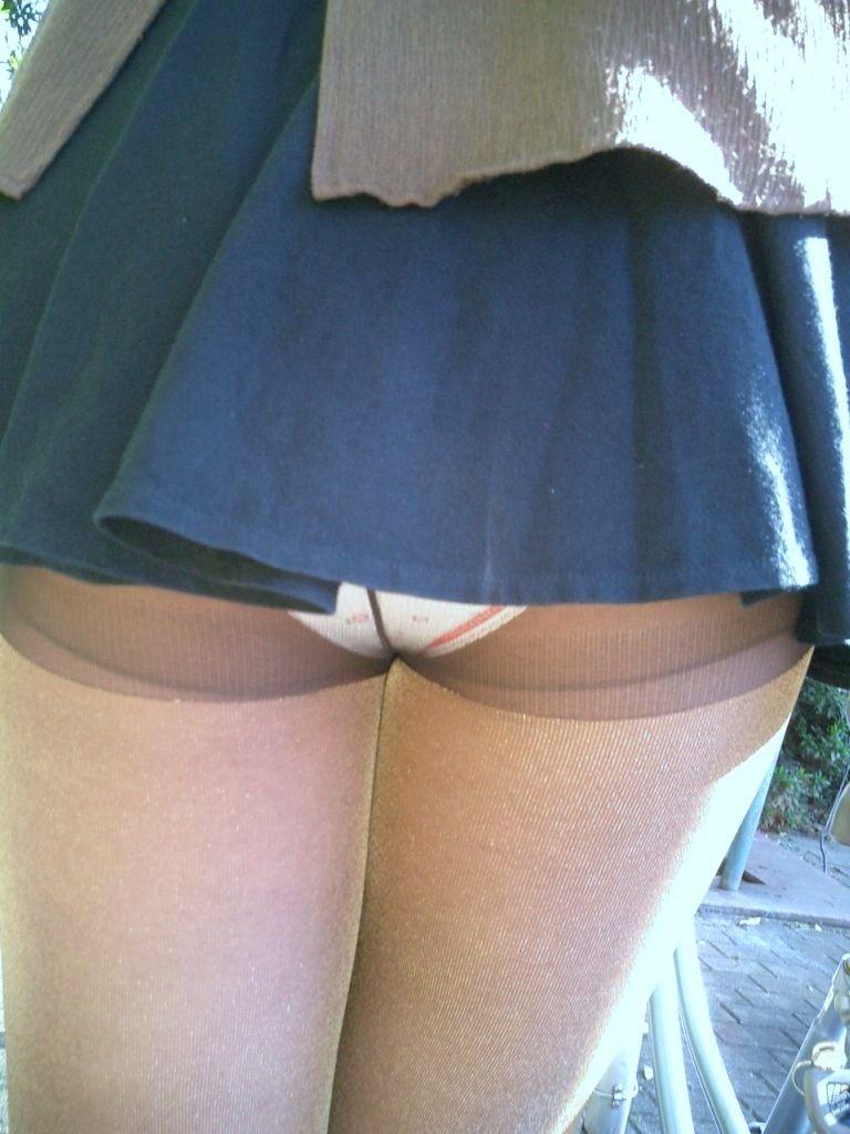 【ミニスカパンチラエロ画像】ちょwwこれ股下何センチ!?短すぎるスカート丈に鼻水フイタwwww その2