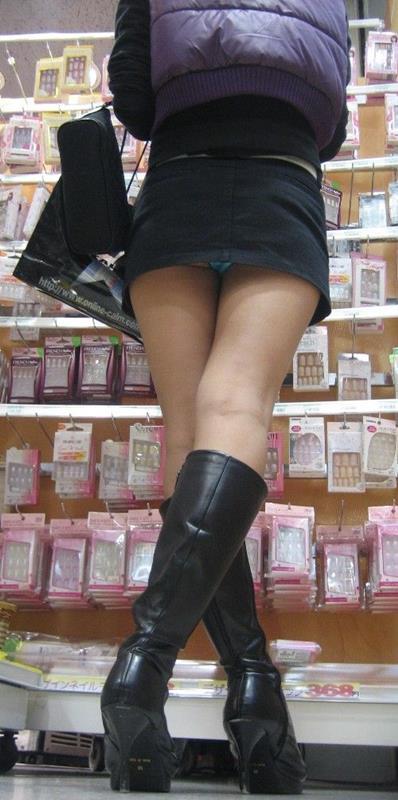 【ミニスカパンチラエロ画像】ちょwwこれ股下何センチ!?短すぎるスカート丈に鼻水フイタwwww その9