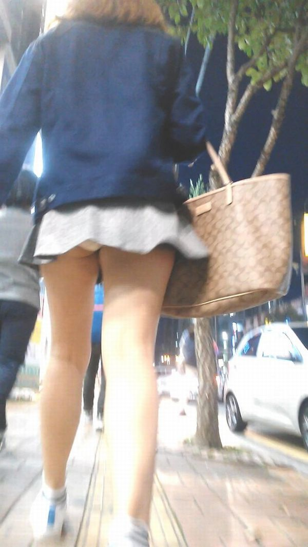 【ミニスカパンチラエロ画像】ちょwwこれ股下何センチ!?短すぎるスカート丈に鼻水フイタwwww その10