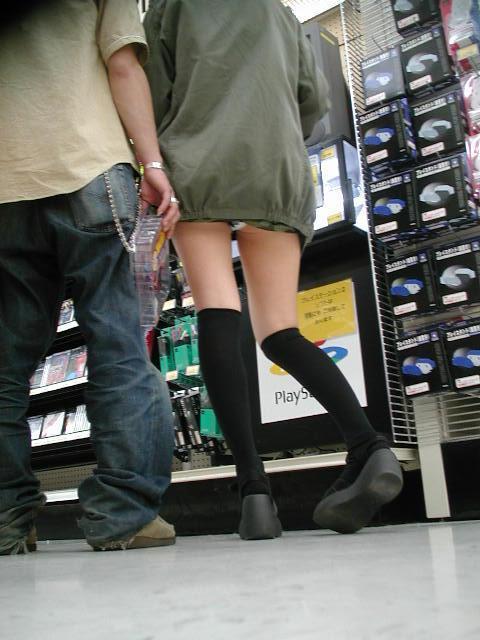 【ミニスカパンチラエロ画像】ちょwwこれ股下何センチ!?短すぎるスカート丈に鼻水フイタwwww その15