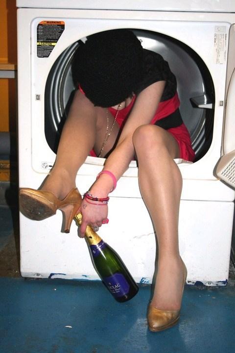 【おふざけエロ画像】日本も海外も…酔っ払ったま○こ達のおふざけエ□画像が下品過ぎるwwww(15枚)その3