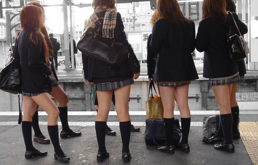 【街撮りJKエロ画像】集団で登下校する女子高生の太ももに(;´Д`)ハァハァするんだがwwww その1