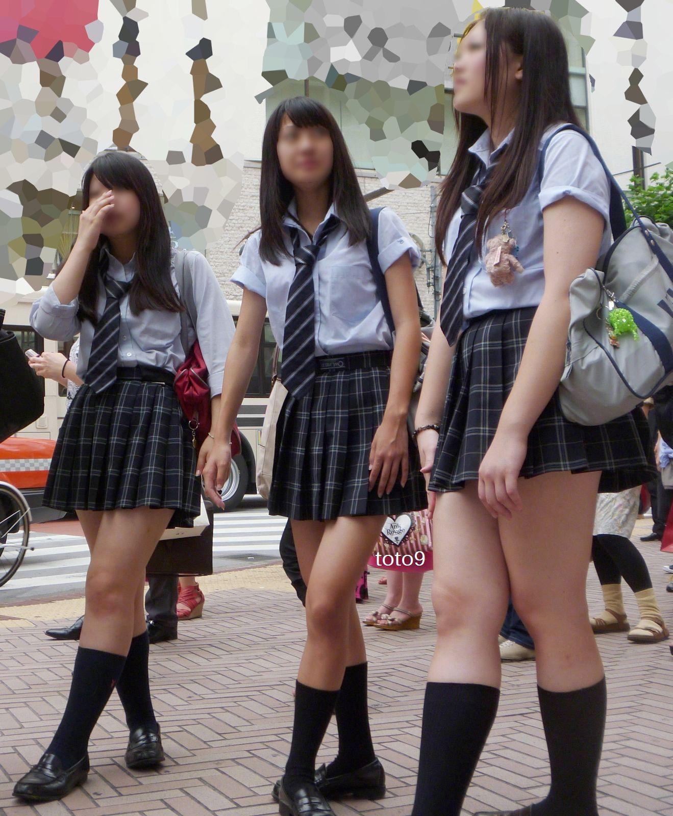 【街撮りJKエロ画像】集団で登下校する女子高生の太ももに(;´Д`)ハァハァするんだがwwww その2