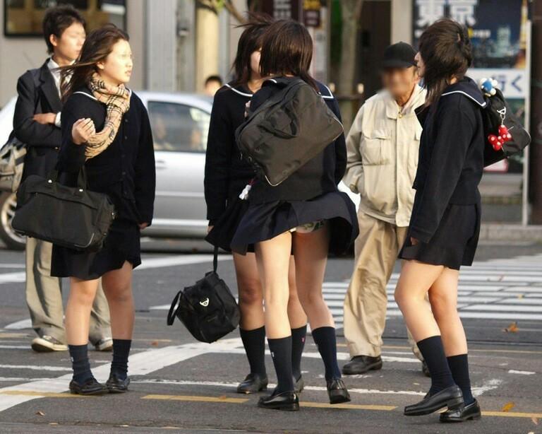 【街撮りJKエロ画像】集団で登下校する女子高生の太ももに(;´Д`)ハァハァするんだがwwww その6
