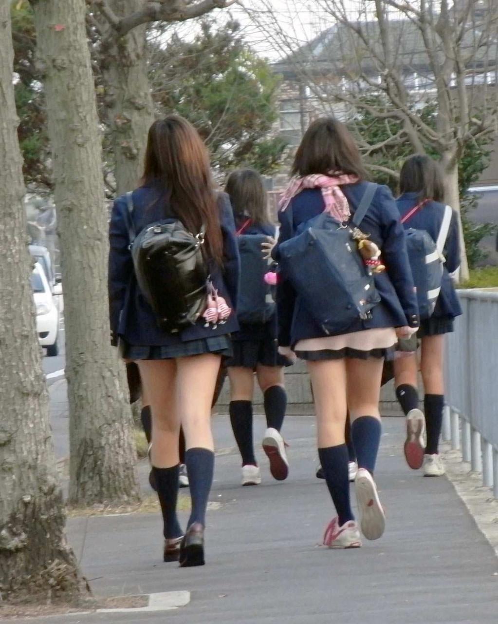 【街撮りJKエロ画像】集団で登下校する女子高生の太ももに(;´Д`)ハァハァするんだがwwww その11