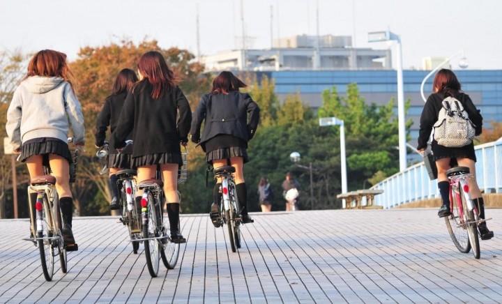 【街撮りJKエロ画像】集団で登下校する女子高生の太ももに(;´Д`)ハァハァするんだがwwww その13
