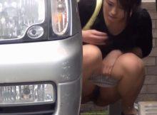 日本も海外も…尿意の限界に達した女の行動が一緒でワロタwww駐車場でおしっこシャー!