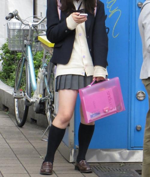 【JK太ももエロ画像】女子高生の生脚は天然物に限りますなwww癖になりそうな太ももに痴漢不可避!その11