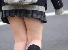 女子●生の生脚は天然物に限りますなwww癖になりそうな太ももに痴漢不可避!
