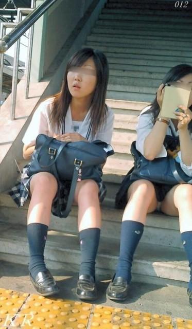 【JK太ももエロ画像】女子高生の生脚は天然物に限りますなwww癖になりそうな太ももに痴漢不可避!その15