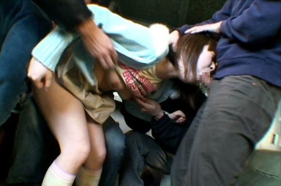 【イラマチオエロ画像】女の頭を掴んでチンポ押しつけるフェラって興奮するなwww その3