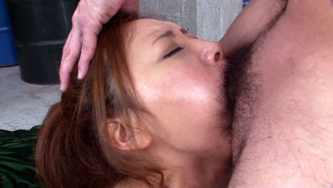 【イラマチオエロ画像】女の頭を掴んでチンポ押しつけるフェラって興奮するなwww その6