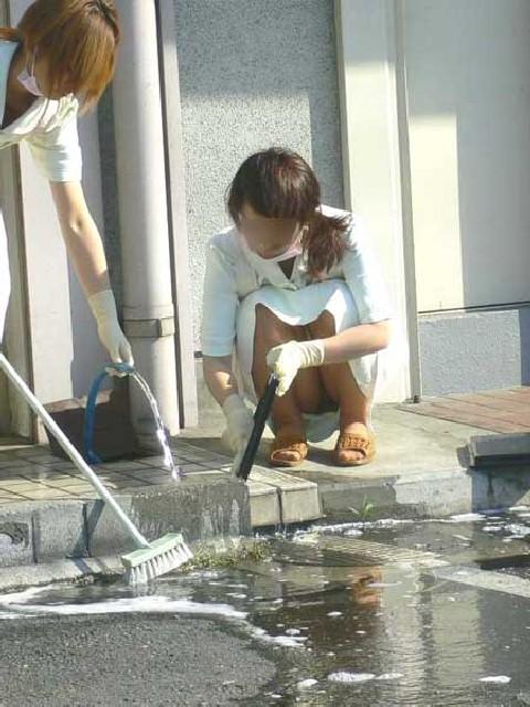 【ナースパンチラエロ画像】献身的に働く看護婦さんのリアルパンチラがエロ過ぎて鼻水フィタwwww その1