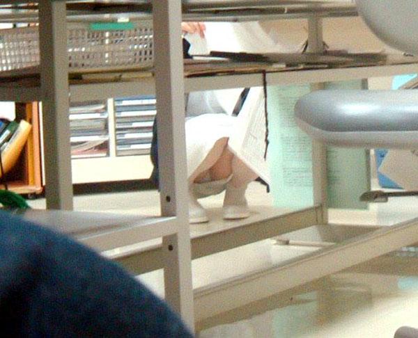 【ナースパンチラエロ画像】献身的に働く看護婦さんのリアルパンチラがエロ過ぎて鼻水フィタwwww その2