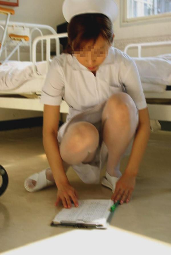 【ナースパンチラエロ画像】献身的に働く看護婦さんのリアルパンチラがエロ過ぎて鼻水フィタwwww その10