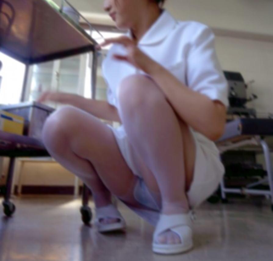 【ナースパンチラエロ画像】献身的に働く看護婦さんのリアルパンチラがエロ過ぎて鼻水フィタwwww その15