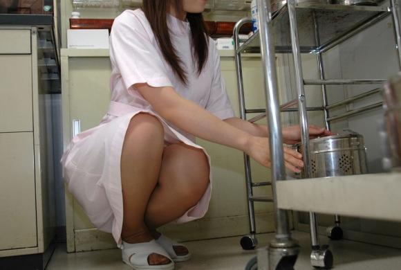 【ナースパンチラエロ画像】献身的に働く看護婦さんのリアルパンチラがエロ過ぎて鼻水フィタwwww その16
