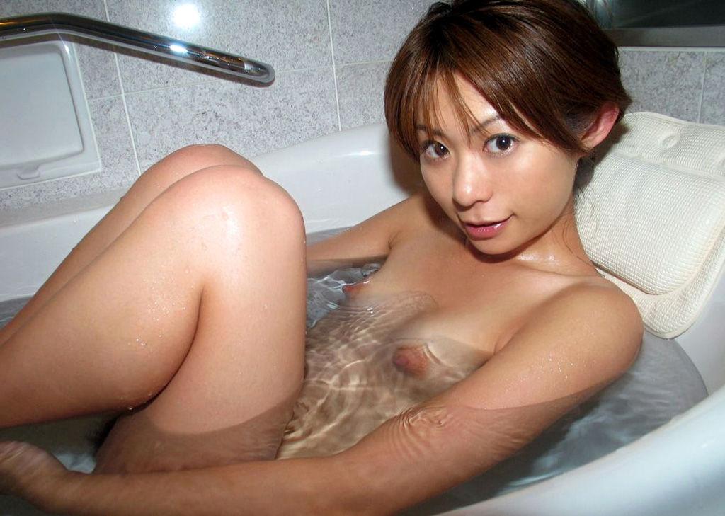 【貧乳エロ画像】ぐぅ~かわえぇぇぇ!全裸の貧乳ちゃんがくつろぐ入浴タイム!こんな子と一緒にお風呂はいりてぇwww その15