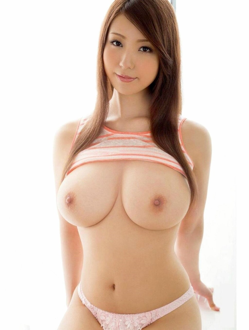 【美巨乳エロ画像】なんちゅーおっぱいだよ!日本人離れした大きくて美しいおっぱい画像集めたらチンポがビンビンですよwww その6