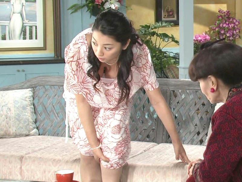 【TV胸チラエロ画像】ちょww茶の間が凍るwwwテレビに映った芸能人の胸チラが勃起レベルなんだがwww その16