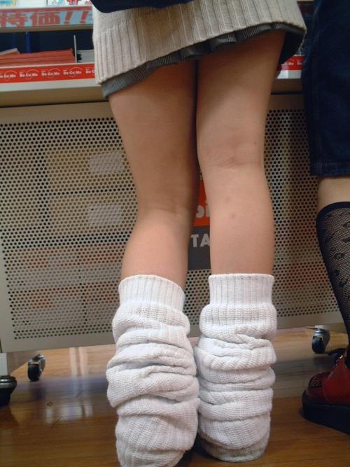【ルーズソックスエロ画像】こんなにエロいのになんで廃れたんだろうな?女子高生の足元はルーズソックスに限るなwww その12