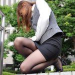 【タイトスカートエロ画像】これが大人のフェロモン!タイトスカートのOLさんの美脚がチンポを刺激するwww