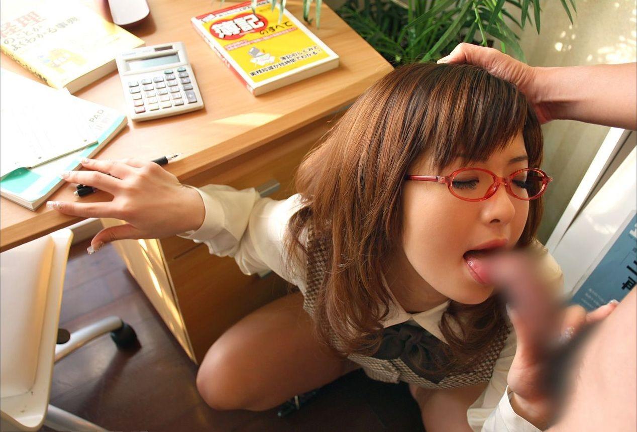 【メガネフェチエロ画像】こういうOLさんをどろどろの精子で汚してみたいwww知的メガネのOLエロ画像 その7