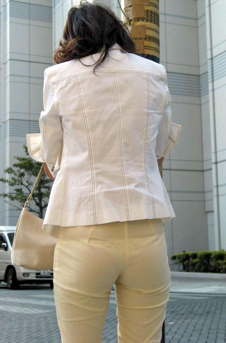 【Tバック透けパンエロ画像】素人なのに過激なパンティー履いてんだなwwTバックのラインがガッツリ透けてるま~んwww その8