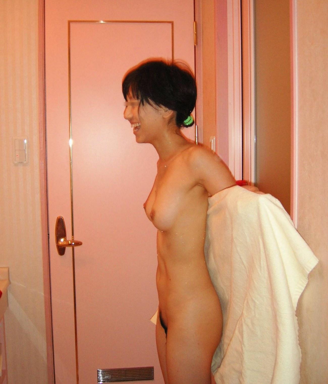 【ラブホ流出エロ画像】ラブホで撮られたおっぱいまる出しの素人娘…これがリア充!?リアルなおっぱいのエロさが尋常じゃねーwww その6