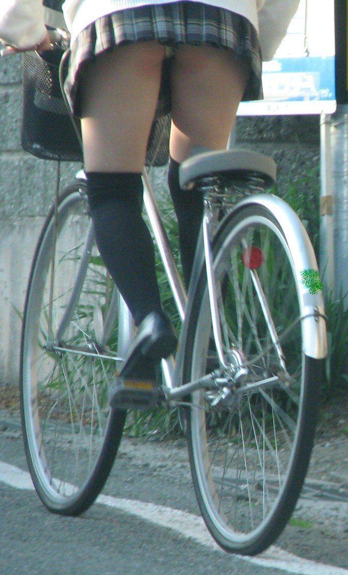 【自転車パンチラエロ画像】自転車で通学する女子高生のキワドイ足元から目が離せねーwww その8