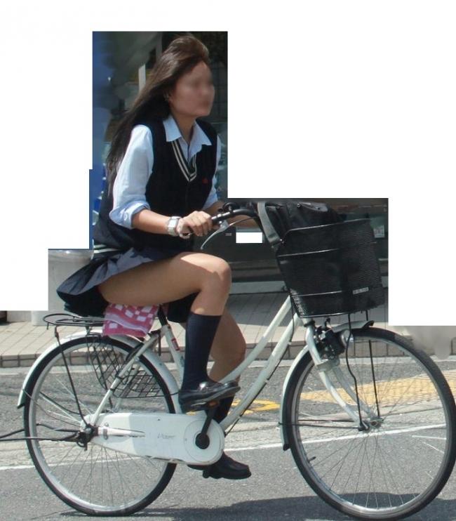 【自転車パンチラエロ画像】自転車で通学する女子高生のキワドイ足元から目が離せねーwww その10
