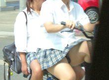 自転車で通学する女子●生のキワドイ足元から目が離せねーwww