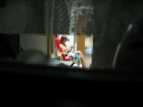 【民家盗撮エロ画像】窓の外からでもこんなに覗ける!?望遠レンズで撮った素人娘の私生活がエロ過ぎるwww その4