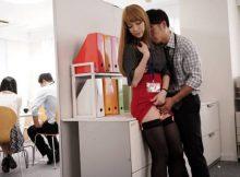 【OL社内SEXエロ画像】社内恋愛の最大のメリットはコレ!同僚に隠れ会社内でするセッ○スの気持ちよさがハンパないwww(15枚)