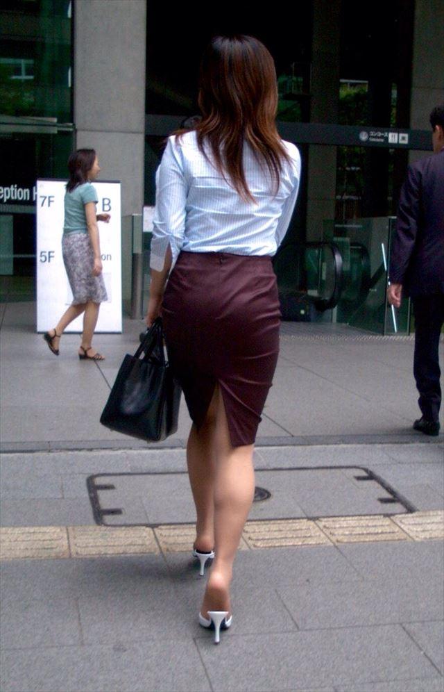 【タイトスカートエロ画像】脚の綺麗なOLさんのタイトスカートがヤバいwwwこんなんレイプしてしまいそうwww その10