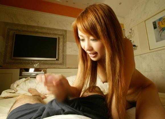 【手コキエロ画像】彼女の優しいお手々でチンチンしこしこ…プロレベルの手コキにザーメン噴出不可避www その15