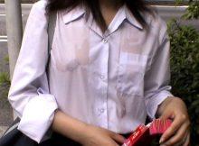 濡れたシャツで透ける乳首が全裸より興奮すること証明してやるwwww ※画像あり