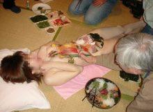 こんなカウントダウンパーティーで年越しを迎えてみたいなwww女体盛りとか言う日本の闇文化www