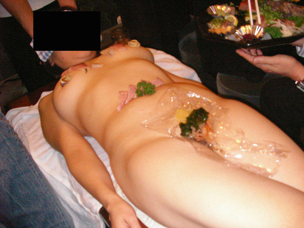 【女体盛りエロ画像】こんなカウントダウンパーティーで年越しを迎えてみたいなwww女体盛りとか言う日本の闇文化www その15