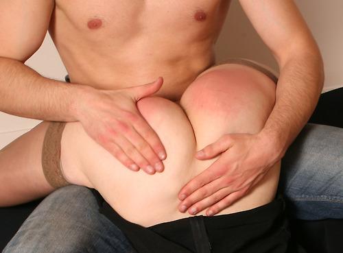【スパンキングエロ画像】体罰?いえご褒美です!尻が真っ赤に腫れるまでスパンキングされてマンコ濡らすド変態娘www その5