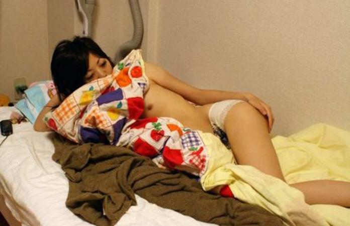 【家庭内盗撮エロ画像】これぞ、寝正月!ダラダラと自堕落な正月休みを過ごしたであろう素人娘の真の姿だぁwww その14