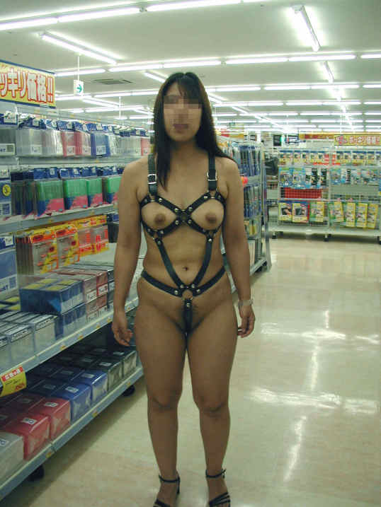 【野外露出エロ画像】女が羞恥心をなくした結果…まわりもドン引きする野外露出wwww その5