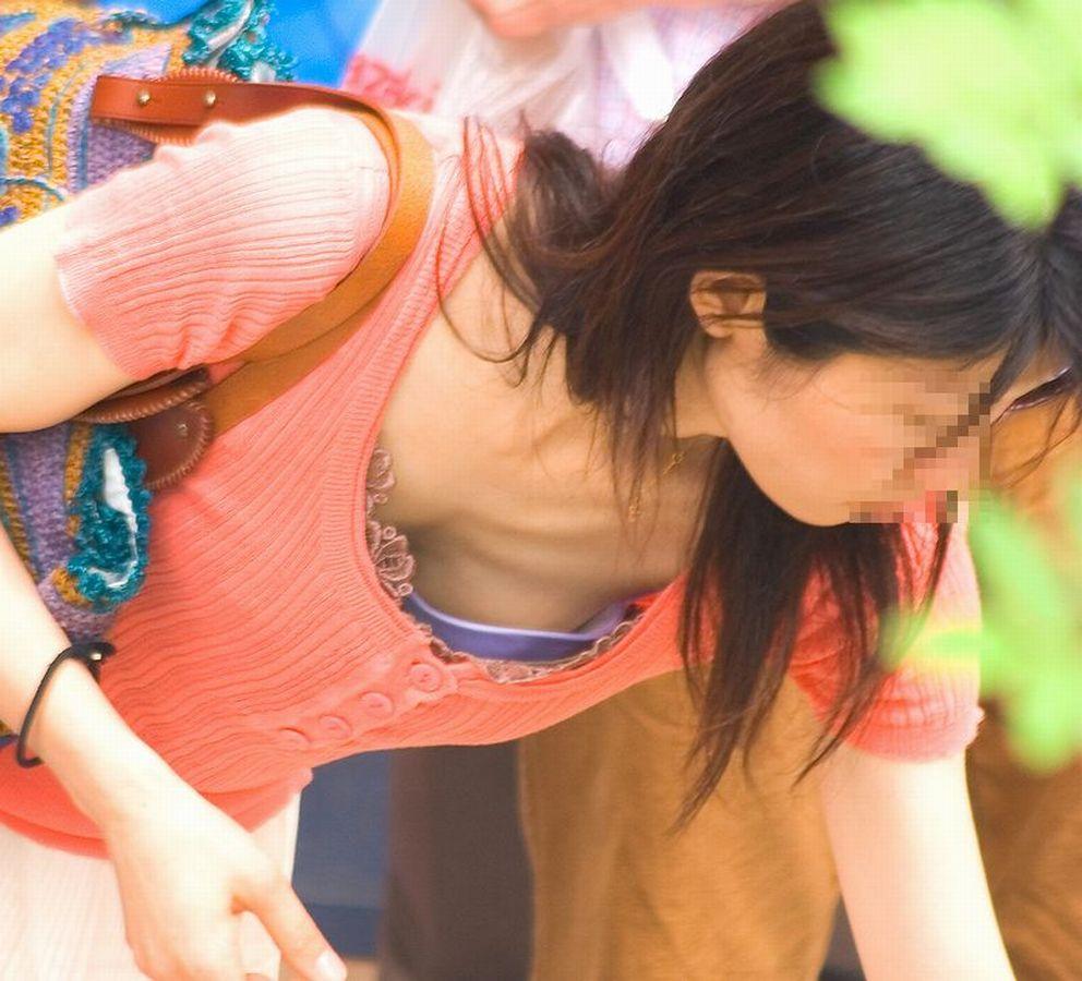 【胸チラエロ画像】この絶妙な見え方!街中で遭遇した素人さんの胸チラが神がかってるんだがwww その9