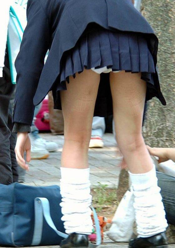 【ミニスカJK美脚エロ画像】いつの時代もどんな季節も短い女子高生のスカート!こんな素足舐めてみてーwwww その1