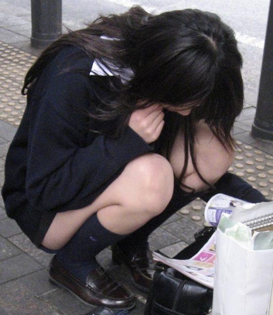 【ミニスカJK美脚エロ画像】いつの時代もどんな季節も短い女子高生のスカート!こんな素足舐めてみてーwwww その2