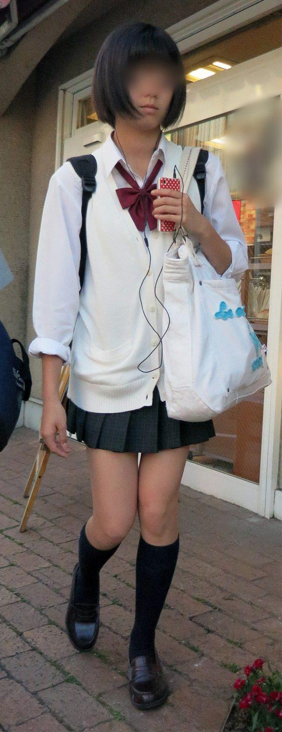 【ミニスカJK美脚エロ画像】いつの時代もどんな季節も短い女子高生のスカート!こんな素足舐めてみてーwwww その5