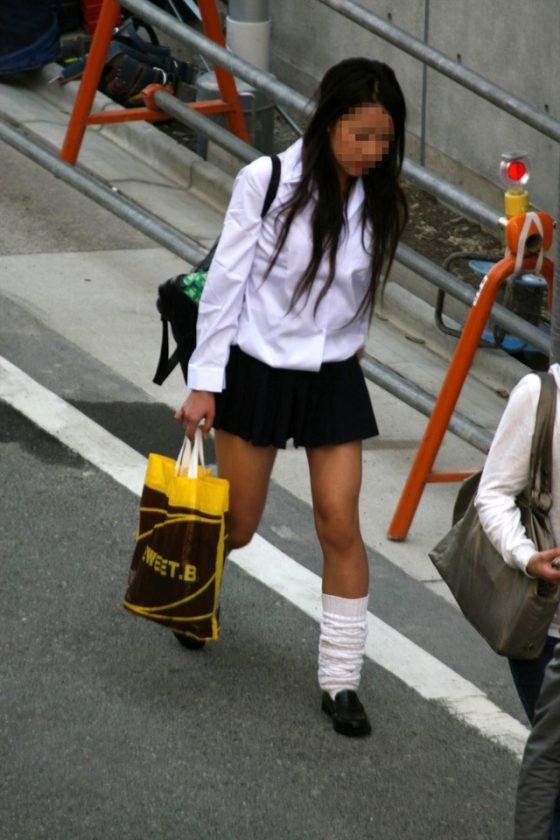 【ミニスカJK美脚エロ画像】いつの時代もどんな季節も短い女子高生のスカート!こんな素足舐めてみてーwwww その11