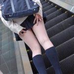 【ミニスカJK美脚エロ画像】いつの時代もどんな季節も短い女子高生のスカート!こんな素足舐めてみてーwwww